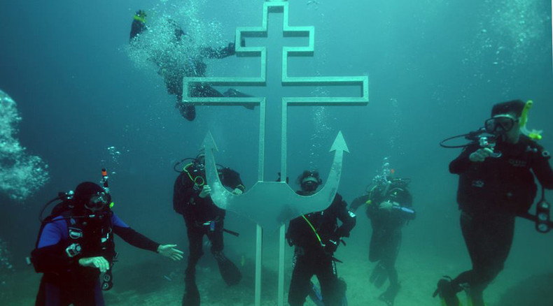 Divers building 'underwater church' in Crimea, cross already in place