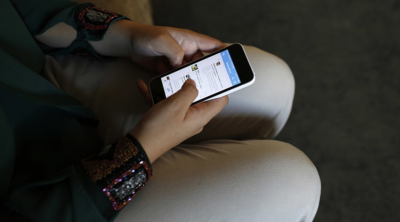 Angry Twitter on your phone: Study says tweets from desktop may pave way to happier attitude