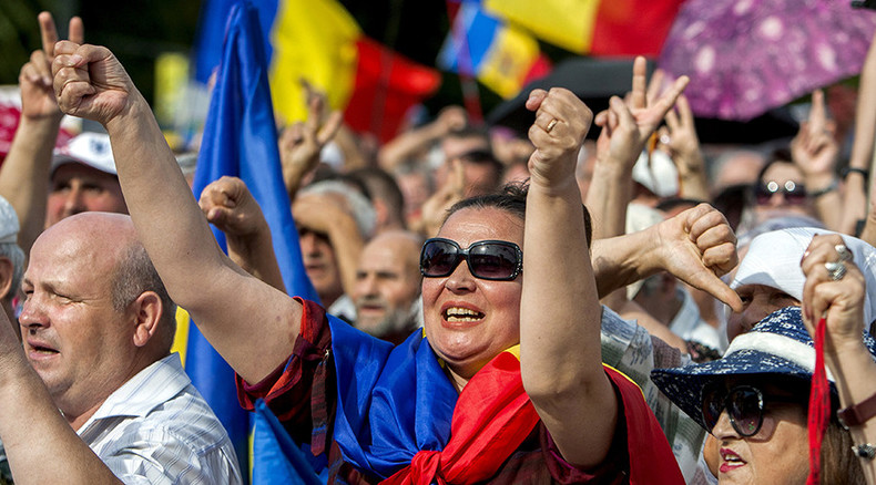 Thousands protest in Moldova over $1bn bank fraud (VIDEO)
