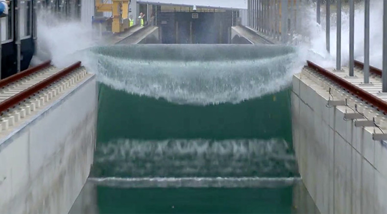 High-five! Dutch scientists build world's biggest tsunami machine (VIDEO)