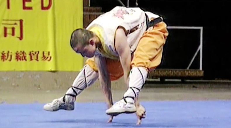 Thumbs up! Watch Shaolin monk perform incredible one-finger stand (VIDEO)