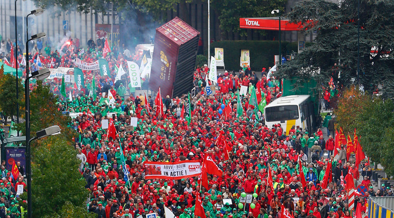 Over 80k show up for anti-austerity rally in Brussels, police use water cannon (IMAGES)