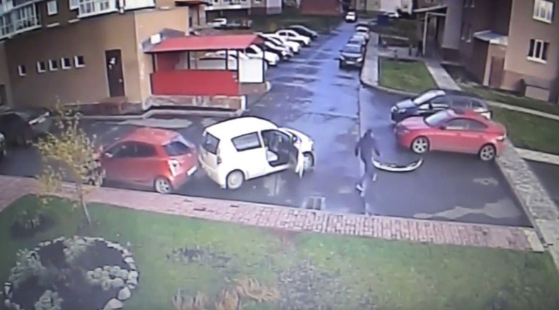 World's worst driver? 3 accidents in 40 seconds… in parking lot (VIDEO)