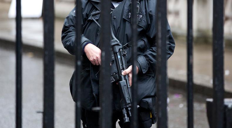 Police shoot 'knifeman' after 2 Taser shocks have no effect