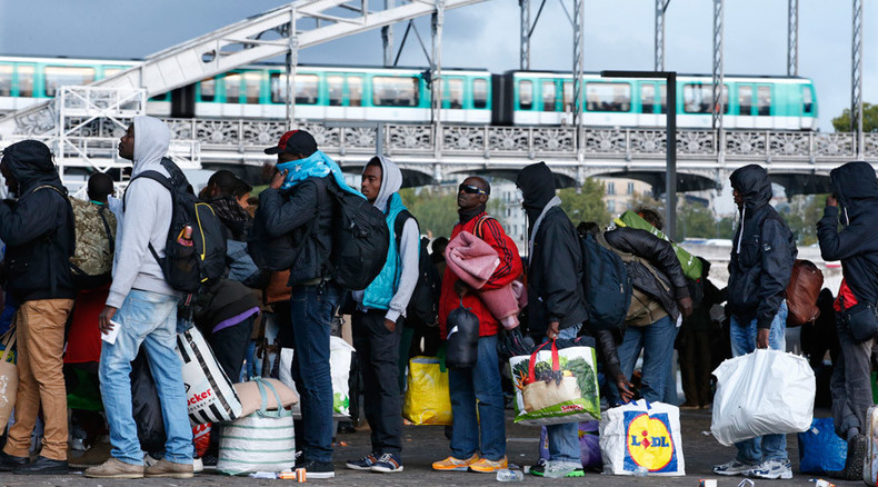 France proposes EU border guard corps to deal with refugee crisis – reports