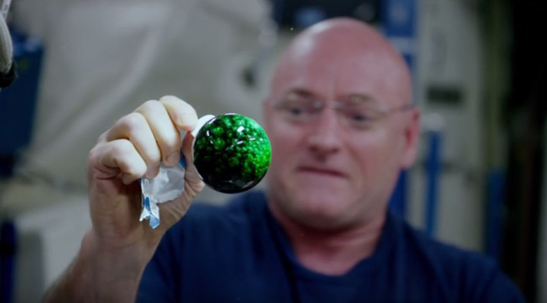 Fluid magic: What happens when you mix water, effervescence and paint in space? (VIDEO)