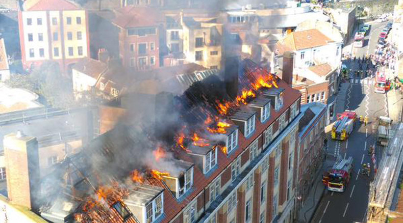 Fire rips through Bristol student halls (VIDEO)