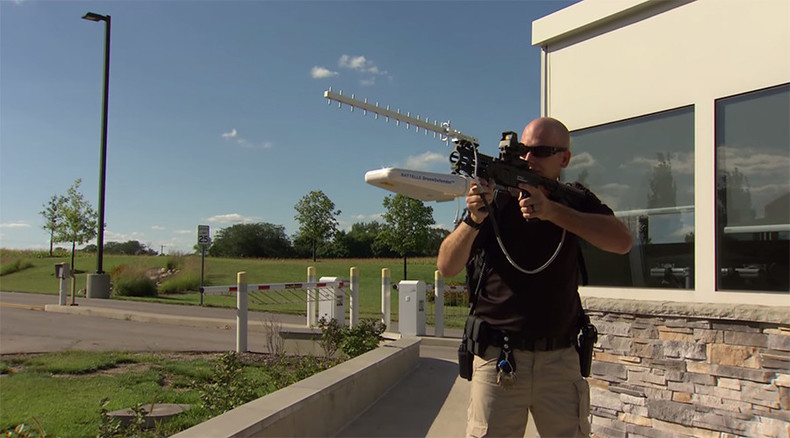 US company unveils first-ever handheld drone-neutralizer gun (VIDEO)