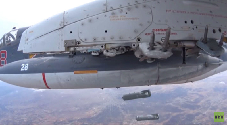 Wing-mounted cam shows Su-30 and Su-25 jets dropping bombs on ISIS in Syria (VIDEO)