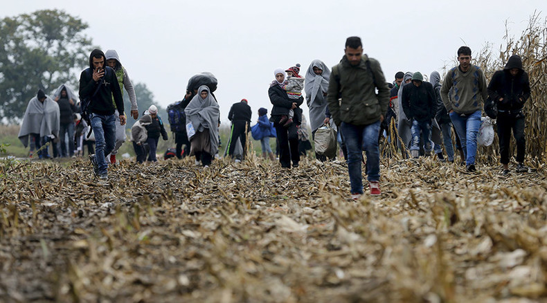 Hungary seals borders as refugees flow into Slovenia