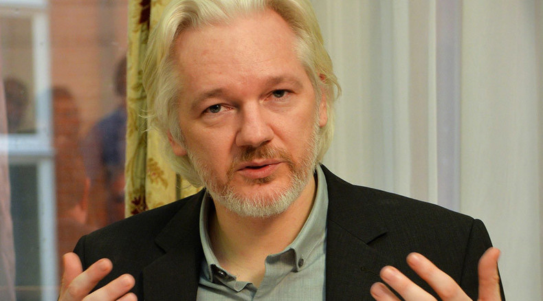 Want to thwart govt spies? Use snail mail, Assange says