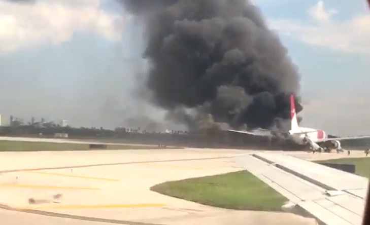 Plane catches fire at Fort Lauderdale Airport in Florida (PHOTO,VIDEO)