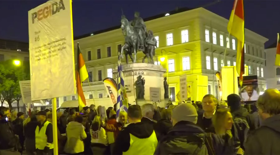 PEGIDA protesters lash out at 'dangerous' Merkel amid Antifa clashes with police (VIDEOS)
