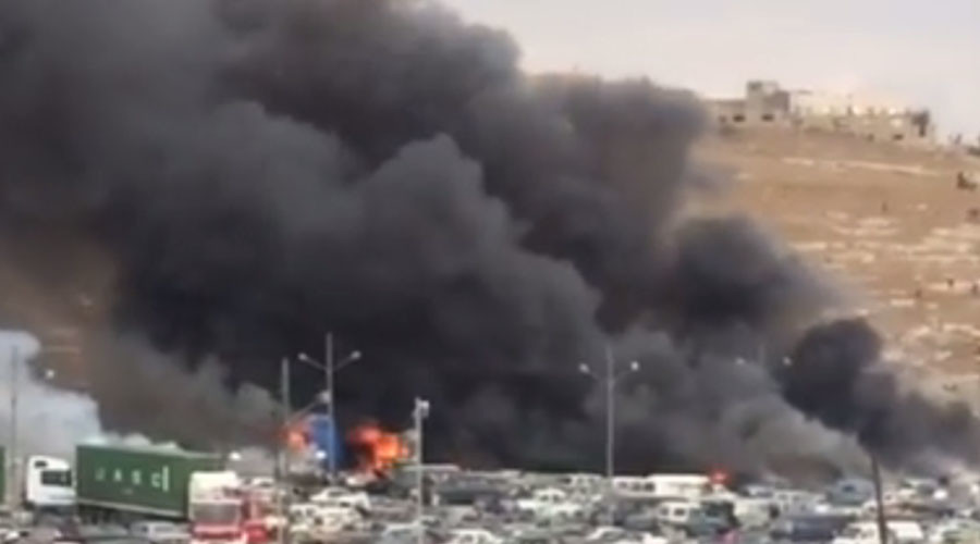 Huge clouds of smoke at Amman customs in Jordan as 'truck with fireworks explodes' (VIDEO)