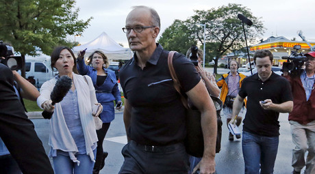 Walter Palmer arrives at the River Bluff Dental clinic in Bloomington, Minnesota, September 8, 2015. © Eric Miller