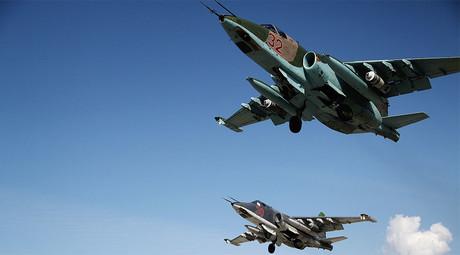 Russian airstrikes in Syria 'redrawing battlefield lines', sending ISIS fleeing (VIDEO)