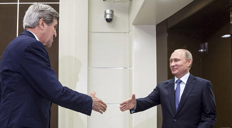U.S. Secretary of State John Kerry (C) shakes hands with Russian President Vladimir Putin. © Reuters