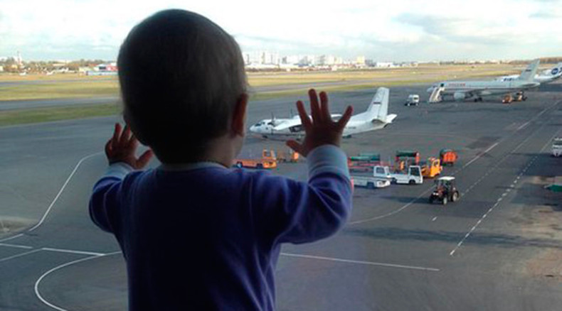 Sinai plane crash: 10-month girl becomes grieving symbol of Russia tragedy
