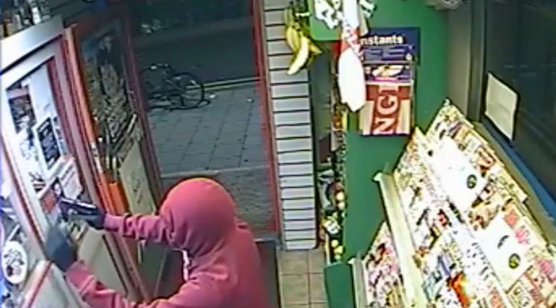 Shopkeeper shot with 'high-powered' pellet gun, thieves take cash register (VIDEO)