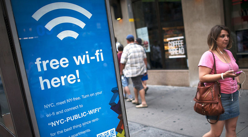 Wi-Fi turns to good old FM to stop bumping shoulders
