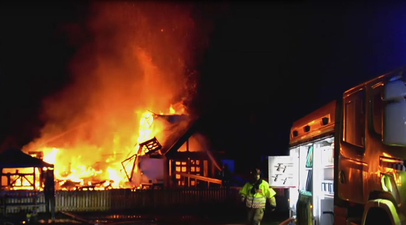 Fierce blaze devastates Norway refugee shelter amid record migrant influx (VIDEO)