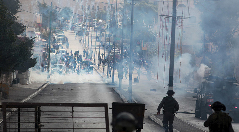 Dozens of Palestinians injured in clashes on anniversary of Arafat's death (VIDEO)