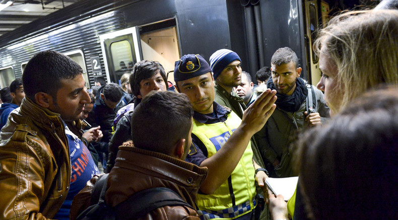 '10,000 refugees entered Norway in October - many crossing over Russian border'