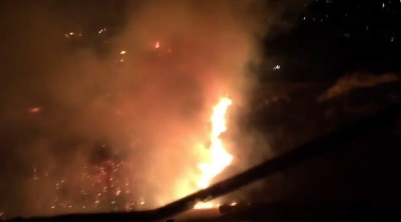 Helicopters battle huge brush fire in California (VIDEO)