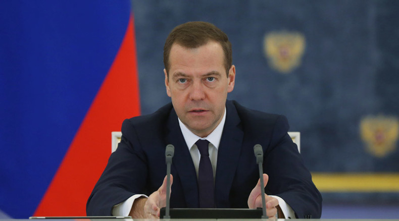 Ankara defends ISIS, Turkish officials have financial interest in oil trade with group - PM Medvedev