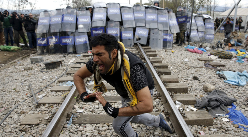 Rioting migrants clash with Macedonian border guards erecting fence