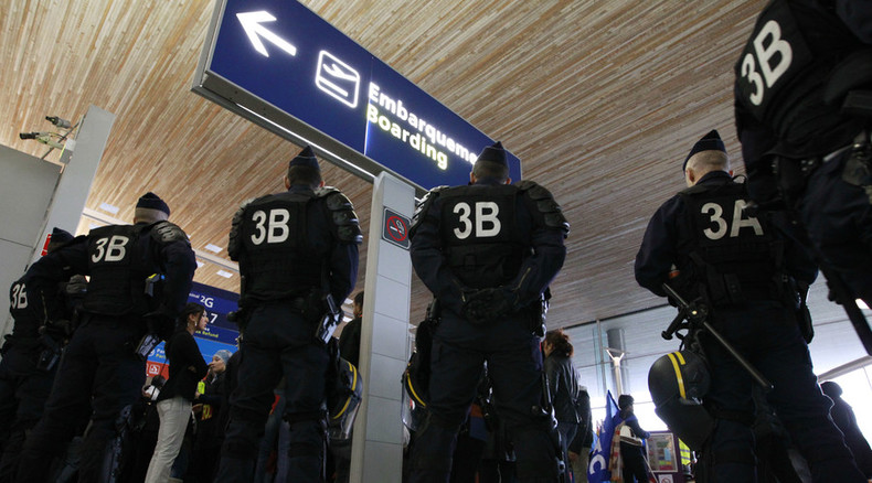 France bans 1,000 people from entering since Paris attacks