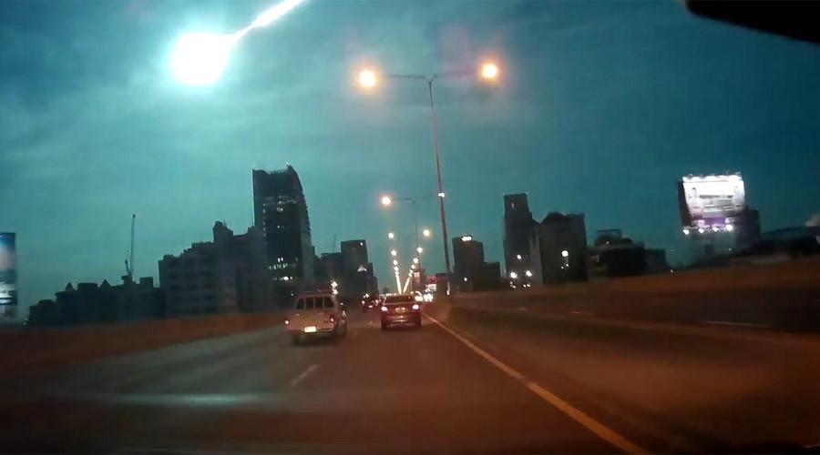 Awe-inspiring fireball lights up sky over Bangkok (VIDEOS)