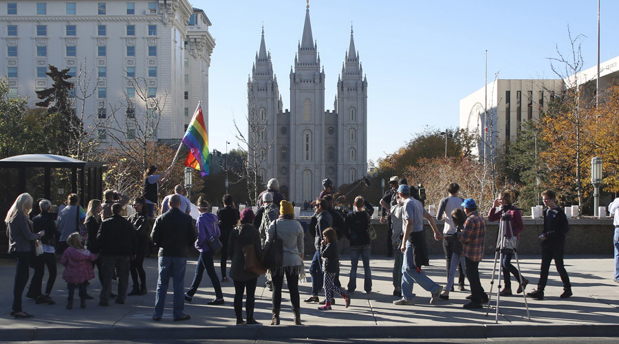 Over 1,800 Mormons cut ties with Church over new anti-gay policy