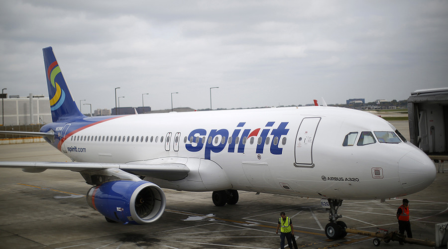 Plane makes emergency landing in Florida over bomb threat