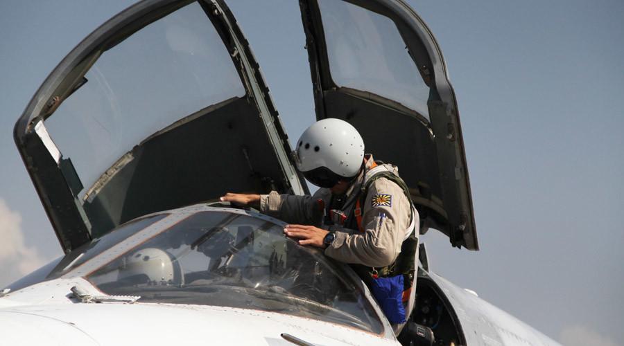RT's Roman Kosarev 1st journalist to talk to saved pilot of Su-24 shot down by Turkey (VIDEO)