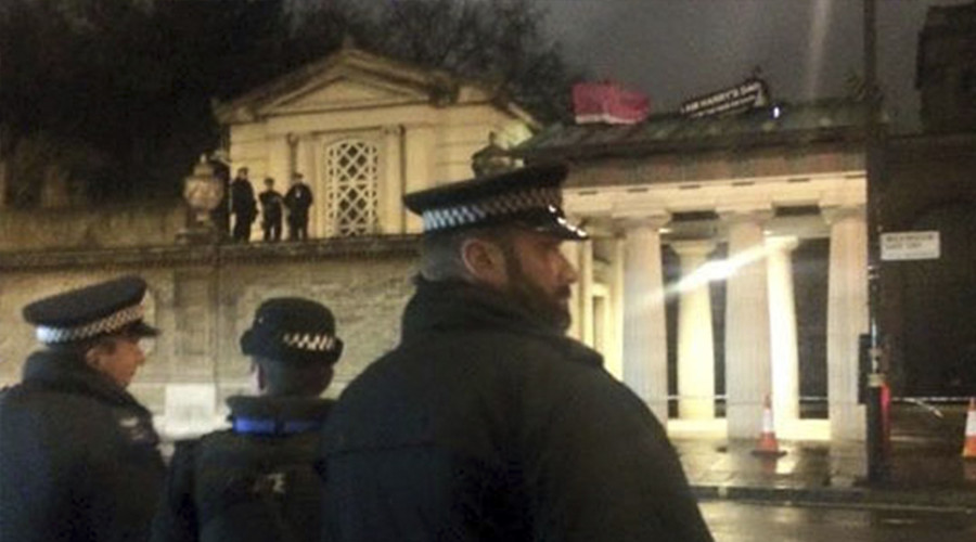 Fathers' rights activists stage protest on Buckingham palace roof