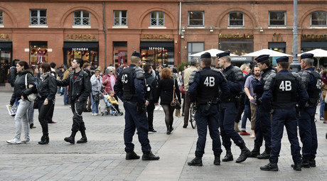 Police forces patrol on November 14, 2015 at the Capitol place in Toulouse following a series of coordinated attacks in and around Paris late on November 13 which left more than 120 people dead. © PASCAL PAVANI