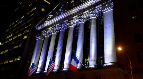 The New York Stock Exchange flies a French flag, in New York, November 14, 2015, following the deadly attacks in Paris. © Stephanie Keith