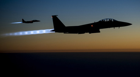 A pair of U.S. Air Force F-15E Strike Eagles fly over northern Iraq after conducting airstrikes in Syria © US AIR FORCE