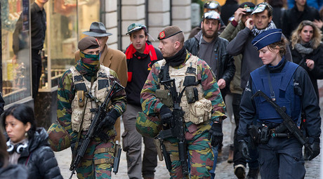 Belgian soldiers and police patrol on Brussels Grand Place © Yves Herman