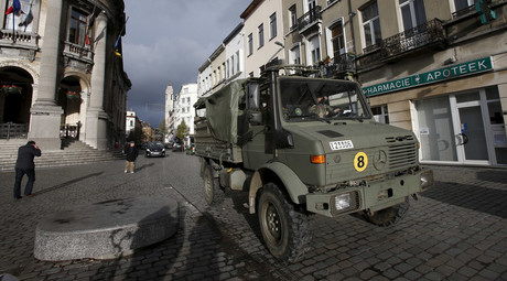 Belgian soldiers patrol in the neighborhood of Molenbeek, in Brussels, Belgium © Youssef Boudlal