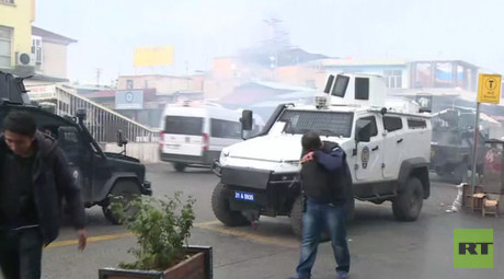 RT reporter teargassed while filming unrest in Diyarbakir, Turkey