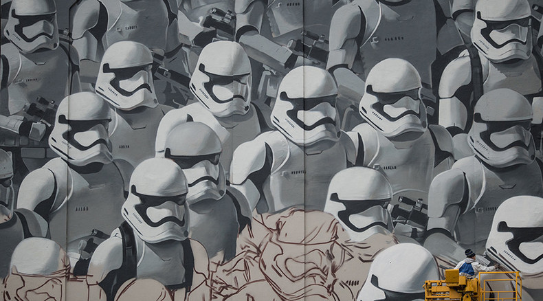 Imperial invasion: Giant Star Wars storm troopers mural painted on Moscow streets (VIDEO)