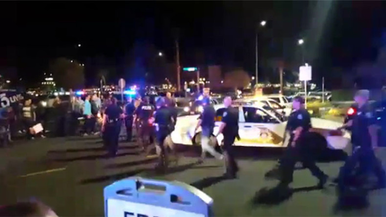 Dozens of police cars & cops lock down California mall after robbery causes panic & confusion