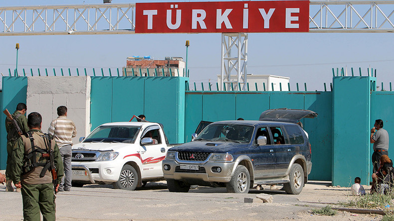 Turkey detains & deports Russian journalists investigating ISIS oil trade reports