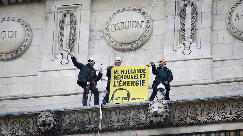 Paint it yellow: 30 Greenpeace activists scale Arc de Triomphe in renewable energy protest (IMAGES)
