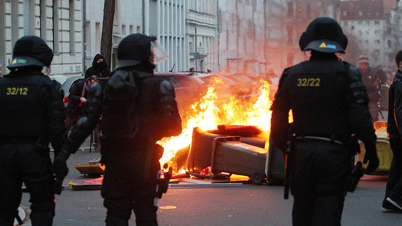 Water cannons & tear gas deployed in Leipzig, as neo-Nazi demo sparks massive counter rallies