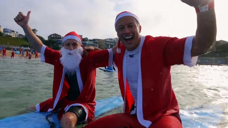 320 'Surfing Santas' set world record in Australia (VIDEO)