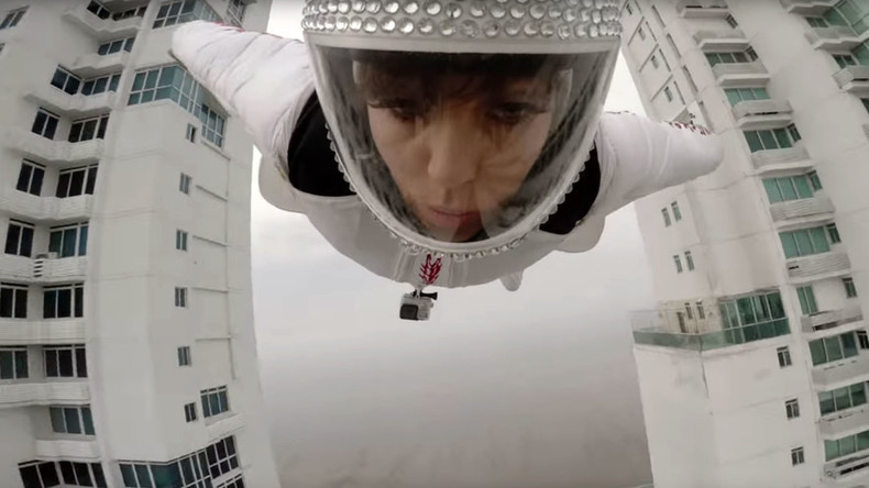Birdwoman? Italian wingsuit jumper flies between 2 buildings in Panama (VIDEO)