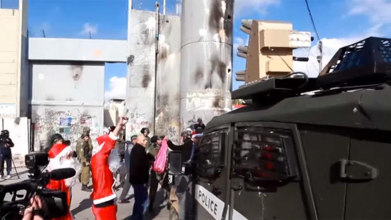 14 injured as Palestinian 'Santas' clash with Israeli police in Bethlehem (VIDEO)